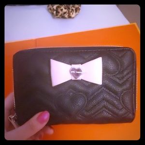 BETSEY JOHNSON Sm.Clutch/WALLET.NEVER USED! NWOT.